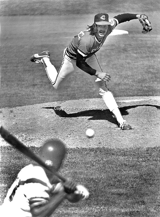 Cleveland Indian pitcher Dennis Eckersley delivers pitch to Oakland A's batter. (1977 photo/Ron Riesterer)