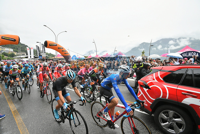 The start of Stage 16 of the 2019 Giro d'Italia, running 194km from Lovere to Ponte di Legno, Italy. 28th May 2019<br /> Picture: Massimo Paolone/LaPresse | Cyclefile<br /> <br /> All photos usage must carry mandatory copyright credit (© Cyclefile | Massimo Paolone/LaPresse)