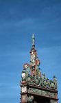 Mainzer Marktbrunnen, von Erzbischof Albrecht von Brandenburg 1526 gestifteter Marktbrunnen, der &auml;lteste Renaissancebrunnen in Deutschland<br /> <br /> Germany's oldest Renaissance well, erected in 1526 by Cardinal Albrecht von Brandenburg, Elector Prince and Archbishop of Mainz to celebrate Emperor Karl V's victory at the Battle of Pavia in 1525<br /> <br /> 2485 x 1466 px<br /> Original: 35 mm slide transparency