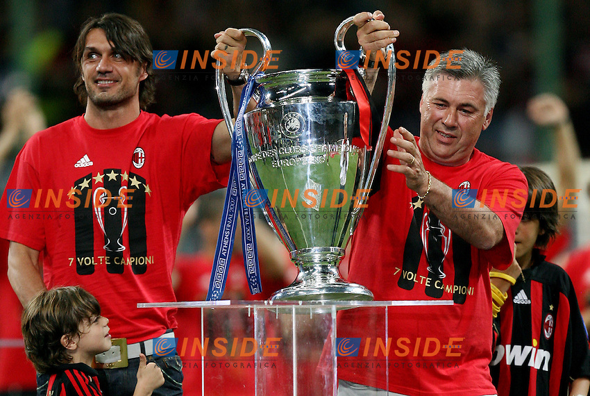 AC Milan defender Paolo Maldini (L) and coach Carlo Ancelotti celebrate their Champions League at the San Siro stadium in Milan, 25 may 2007. AC Milan beat Liverpool 2-1 in the final match of the Champions League last Tuesday. Insidefoto / Paco SERINELLI