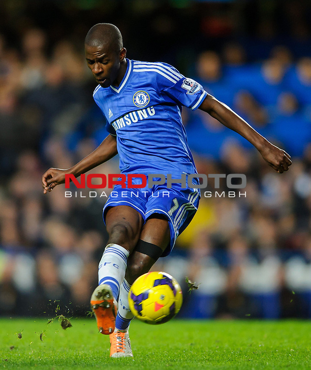 Chelsea Midfielder Ramires (BRA) in action during the match -   19/01/2014 - SPORT - FOOTBALL - Stamford Bridge, London - Chelsea v Manchester United - Barclays Premier League.<br /> Foto nph / Meredith<br /> <br /> ***** OUT OF UK *****