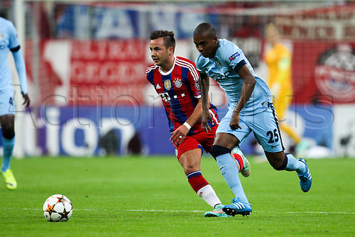 17.09.2014, Allianz arena, Munich, Germany.  Champions League, FC Bayern Munich versus  Manchester City. Mario Goetze (FC Bayern Munich) and Fernandinho  (Manchester City)