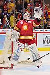 Mathias Niederberger (Duesseldorfer EG, Nr. 35) springt, um den Puck zu fangen<br /> im DEL-Spiel der Duesseldorfer EG gegen die Krefeld Pinguine (06.03.2020). beim Spiel in der DEL, Duesseldorfer EG (rot) - Krefeld Pinguine (gelb).<br /> <br /> Foto © PIX-Sportfotos *** Foto ist honorarpflichtig! *** Auf Anfrage in hoeherer Qualitaet/Aufloesung. Belegexemplar erbeten. Veroeffentlichung ausschliesslich fuer journalistisch-publizistische Zwecke. For editorial use only.