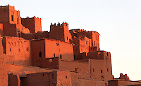 Sunlight on houses at Ksar Ait Ben Haddou, earthen fortified city, Ounila valley, Ouarzazate province, Morocco. The ksar is a group of earthen houses surrounded by high defensive walls with corner towers, in traditional pre-Saharan style.  The village stands above the Oued Marghen river in the High Atlas and was a stop on the caravan route from the Sahara to Marrakech. It was founded in the 17th century and has been a UNESCO World Heritage Site since 1987. Picture by Manuel Cohen