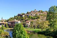 France, Aveyron, Parc Naturel Regional des Grands Causses (Natural regional park of Grands Causses), Camares, village and Dourdou river // France, Aveyron (12), parc naturel régional des Grands Causses, Camarès, le village et la rivière Dourdou