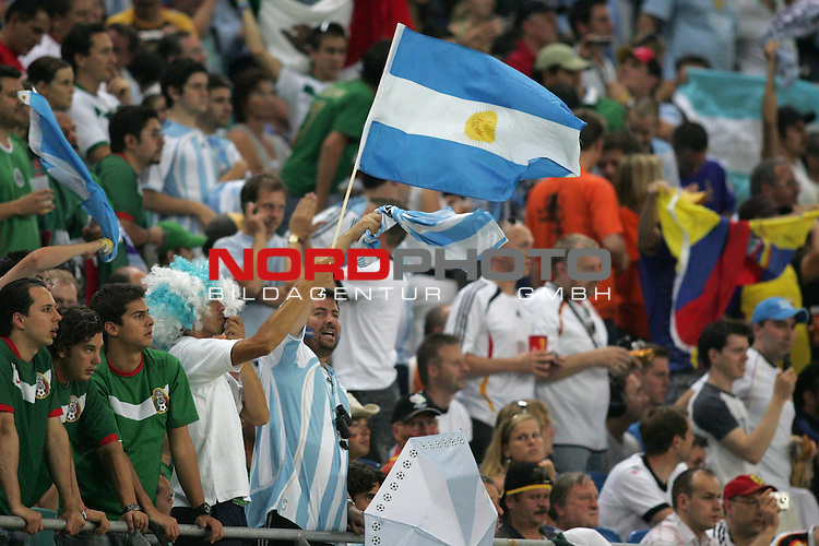 FIFA WM 2006 - Round Of Sixteen / Achtelfinale<br /> Play #50 (24-Jun) - Argentina vs Mexico.<br /> Supporters from Argentina celebrate with flag prior to the match of the World Cup in Leipzig.<br /> Foto &copy; nordphoto