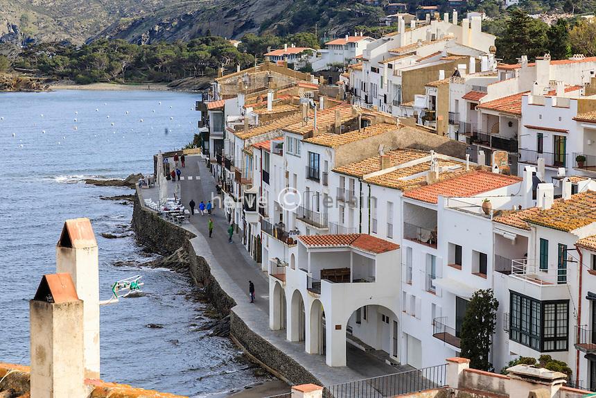 Espagne, Catalogne, Costa Brava, Cadaqués, le rue D'en Pitxot en bord de mer // Spain, Catalonia, Costa Brava, Cadaques, D'en Pitxot street and sea side