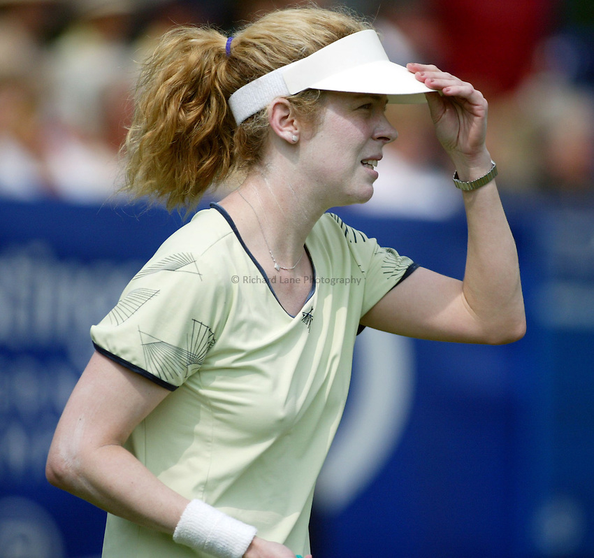 Photograph: Scott Heavey..Hastings Direct Womens Tennis.  Eastbourne. 17/06/2003..Amy Frazier
