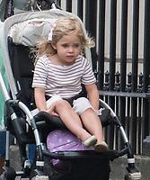 exclusiv 2017 05 24 princesa madeleine e hija carrito