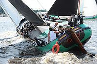 SKUTSJESILEN: DE VEENHOOP: Wide Ie, 30-07-2012, SKS skûtsjesilen, wedstrijd De Veenhoop, De Sneker Pan, skûtsje Sneek, schipper Douwe Jzn. Visser, ©foto Martin de Jong