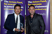 LOS ANGELES - DEC 3: Oscar De La Hoya, Mario Lopez at The Actors Fund's Looking Ahead Awards at the Taglyan Complex on December 3, 2015 in Los Angeles, California
