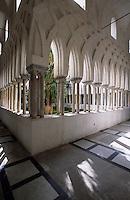 Europe/Italie/Côte Amalfitaine/Campagnie/Amalfi : Le Duomo di Sant'Andrea (dont la structure date du XVIII° et la façde du XIX°) - Le cloître du Paradis (gothico-mauresque)