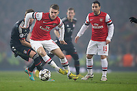 19.02.2013, Emirates Stadion, London, ENG, UEFA Champions League, FC Arsenal vs FC Bayern Muenchen, Achtelfinale Hinspiel, im Bild, Thomas VERMAELEN (FC Arsenal London - 5) - Mario MANDZUKIC (FC Bayern Muenchen - 9) // during the UEFA Champions League last sixteen first leg match between Arsenal FC and FC Bayern Munich at the Emirates Stadium, London, Great Britain on 2013/02/19. EXPA Pictures © 2013, PhotoCredit: EXPA/ Eibner/ Gerry Schmit..***** ATTENTION - OUT OF GER *****