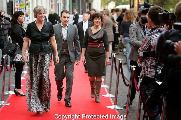 20110927 - Utrecht - Foto: Ramon Mangold - NFF 2011 - Nederlands Filmfestival - .H.K.H. Prinses Laurentien der Nederlanden (L)  - voorzitter van de stichting lezen en schrijven - , Edgar Wurfbain (M) en festivaldirecteur  Willemien van Aalst (R) op de rode loper van Rembrandt.  Dit ter gelegnheid van de uitreiking van de Lezen & Schrijven Film Awards (LSFA)