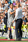 Cristiano Ronaldo of Real Madrid shakes hands with head coach Zinedine Zidane after being substituted during the La Liga match between Real Madrid and Osasuna at the Santiago Bernabeu Stadium on 10 September 2016 in Madrid, Spain. Photo by Diego Gonzalez Souto / Power Sport Images