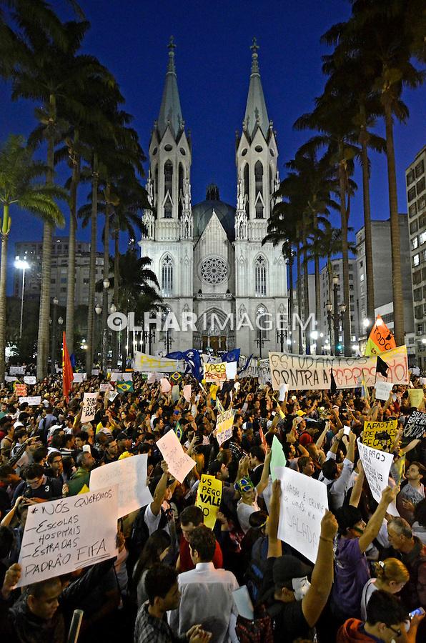 Manifestaçao Muda Brasil. Movimento Passe Livre, MPL. Praça da Se. Sao Paulo. 2013. Foto de Levi Bianco.