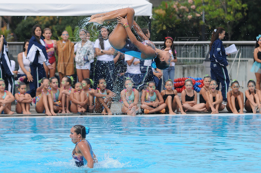 MEDELLÍN -COLOMBIA-15-06-2013. Aspecto de la exhibición de nado sincronizado del Club Estrellas de Medellin./Aspect of the exhibition of synchronized swimming of the Club Estrellas  from Medellin.  Photo:VizzorImage/Luis Ríos/STR