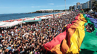 ATENCAO EDITOR FOTO EMBARGADA PARA VEICULO INTERNACIONAL - RIO DE JANEIRO, RJ, 18 DE NOVEMBRO 2012 -  PARADA LGBT - Publico durante a 17ª Parada do Orgulho LGBT, popularmente conhecida como Parada Gay na orla de Copacabana, na Zona Sul do Rio de Janeiro na tarde deste domingo 18. FOTO: VANESSA CARVALHO - BRAZIL PHOTO PRESS.