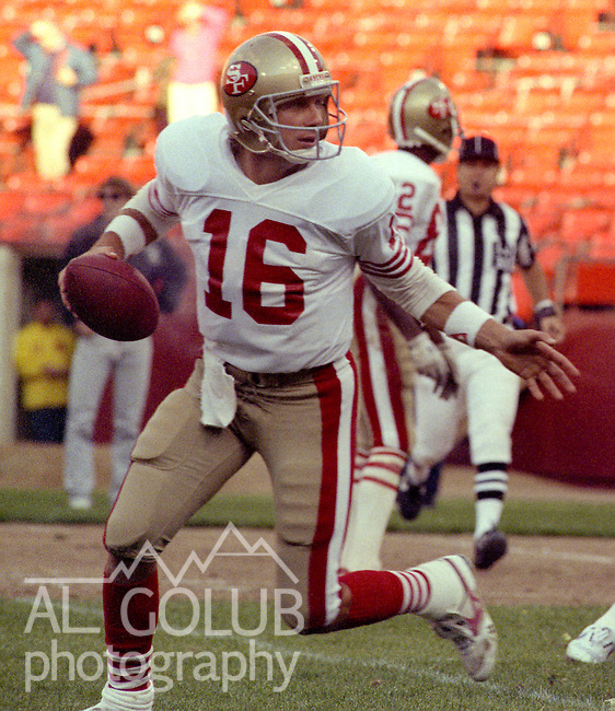 San Francisco 49ers vs Los Angles Raiders at Candlestick Park Saturday, August 6, 1988..49ers Beat Raiders 24-10, Preseason Game.San Francisco 49ers quarterback Joe Montana (16) ...