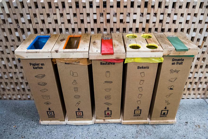 Nederland, Amsterdam, 20180206<br /> Circl, duurzaam gebouw van en naast hoofdkantoor ABNAmro op de Zuidas. Gebouw is volledig circulair gebouw met veel hergebruikt materiaal. Isolatie is bijvoorbeeld van oude spijkerbroeken van bankmedewerkers gemaakt. Circl is duurzaam en energiezuinig gebouwd en kan geheel gedemonteerd worden.<br /> Afvalcontainers voor afvalscheiding<br /> <br /> Foto: (c)Michiel Wijnbergh