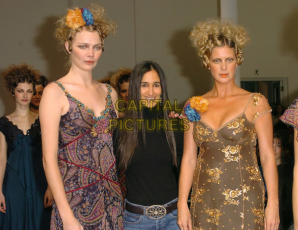 JODIE KIDD, RONIT ZILKHA & RACHEL HUNTER.London Fashion Week Autumn/Winter 2005/6 at the Royal Academy of Arts..Ronit Zilkha Fashion Show .February 13th 2005.half length catwalk flowers hair pattern printed gold floral.www.capitalpictures.com.sales@capitalpictures.com.©Capital Pictures