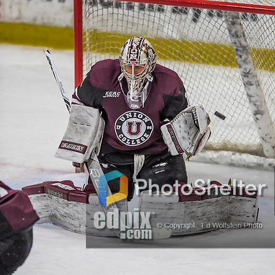 18 December 2016: Union College Dutchman Goaltender Alex Sakellaropoulos, a Senior from Tinley Park, IL, makes a third period save against the University of Vermont Catamounts at Gutterson Fieldhouse in Burlington, Vermont. The Dutchmen defeated their former ECAC hockey rivals 2-1, sweeping their two-game weekend series. Mandatory Credit: Ed Wolfstein Photo *** RAW (NEF) Image File Available ***