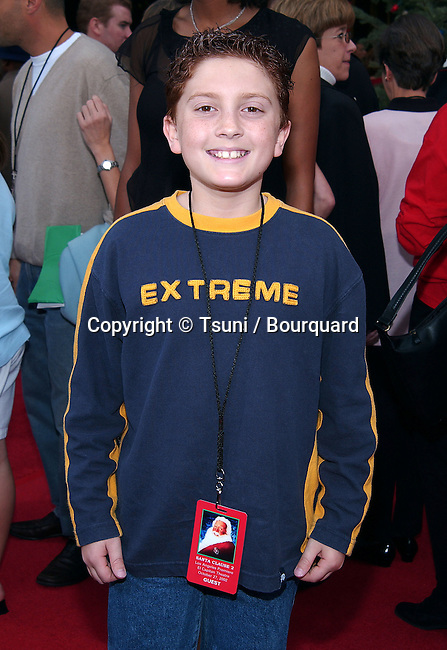 Daryl Sabara (Spy Kids) arriving at the Santa Clause 2 premiere at the El Captain Theatre in Los Angeles. October 27, 2002.           -            SabaraDaryl_SpyKids235.jpg