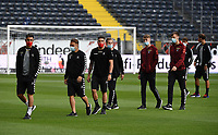 Freiburgs Spieler bei der Platzbegehung<br /> - 26.05.2020 Fussball 1.Bundesliga Spieltag 28, Eintracht Frankfurt  - SC Freiburg emspor, <br /> <br /> Foto: Jan Huebner/Pool/ Via Marc Schueler/Sportpics.de<br /> (DFL/DFB REGULATIONS PROHIBIT ANY USE OF PHOTOGRAPHS as IMAGE SEQUENCES and/or QUASI-VIDEO), Editorial use only. National and International News Agencies OUT