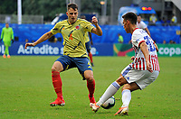 SALVADOR – BRASIL, 23-06-2019:Santiago Arias de Colombia disputa el balón con Matias Rojas de Paraguay durante partido de la Copa América Brasil 2019, grupo B, entre Colombia y Paraguay jugado en el Arena Fonte Nova de Salvador, Brasil. /Santiago Arias of Colombia vies for the ball with Matias Rojas of Paraguay during the Copa America Brazil 2019 group B match between Colombia and Paraguay played at Fonte Nova Arena in Salvador, Brazil. Photos: VizzorImage / Julian Medina / Cont /
