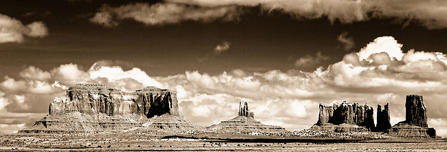 Monument Valley image of Saddleback, King on His Throne, Bear & Rabbit and Castle Rock
