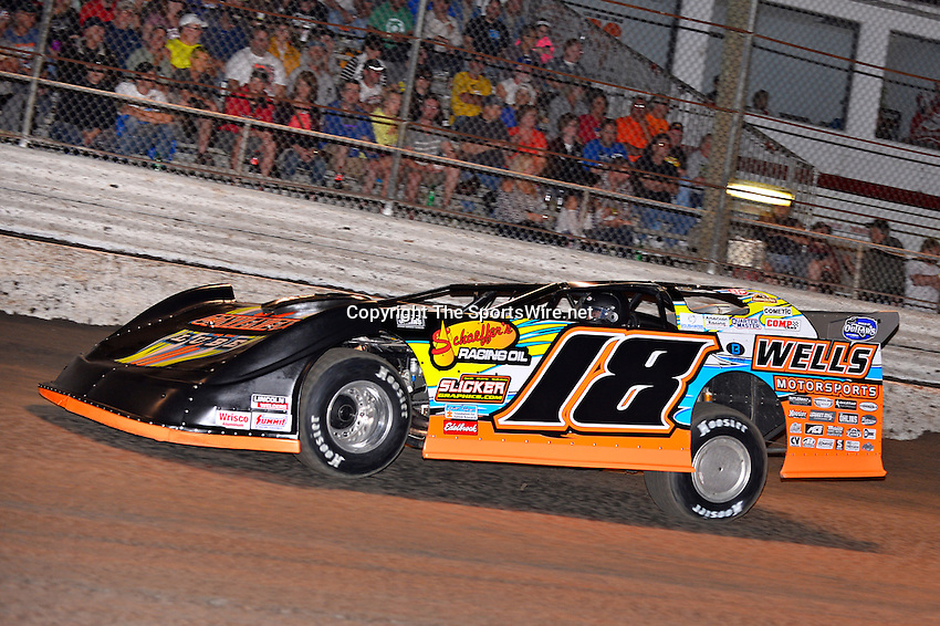 Feb 20, 2014; 7:03:05 PM;  Barberville, FL, USA;  World of Outlaws Late Model Series for 43rd Annual DIRTcar Nationals presented by Summit Racing Equipment at Volusia Speedway Park.  Mandatory Credit: (thesportswire.net)