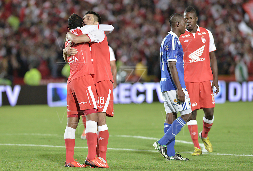 BOGOTÁ -COLOMBIA, 19-06-2013. Jugadores de Santa Fe celebran la victoria ante Millonarios en partido de los cuadrangulares finales F2 de la Liga Postobón 2013-1 jugado en el estadio el Campín de la ciudad de Bogotá./ Santa Fe players celebrate the victory against Millonarios on match of the final quadrangular 2th date of Postobon  League 2013-1 at El Campin stadium in Bogotá city. Photo: VizzorImage/STR