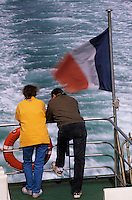 Europe/France/Bretagne/56/Morbihan/Quiberon: Couple sur le bateau pour Belle-île