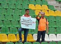 ARMENIA, COLOMBIA, 07-11-2015 Aspecto de los hinchas del Junior durante el partido entre Atlético Huila y Atletico Junior válido por la fecha 19 de la Liga Aguila II 2015 jugado en el estadio Centenario de la ciudad de Armenia./ Aspect of the fans of Junior during match between Atletico Huila and Atletico Junior valid for the date 19 of the Aguila League II 2015 played at Guillermo Plazas Alcid in Neiva city. VizzorImage/INTI