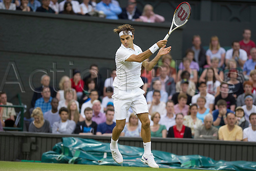 29.06.2012  The All England Lawn Tennis and Croquet Club. London, England. Roger Federer of Switzerland in action against Julien Benneteau of France during third round at Wimbledon Tennis Championships at The All England Lawn Tennis and Croquet Club. London, England, UK
