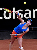 BOGOTÁ-COLOMBIA, 12-04-2019: Tamara Zidansek de Eslovenia, sirve a Lara Arruabarena de España, durante partido por el Claro Colsanitas WTA, que se realiza en el Carmel Club en la ciudad de Bogotá. / Tamara Zidansek of Slovenia, serves to Lara Arruabarrena of Spain, during a match for the WTA Claro Colsanitas, which takes place at Carmel Club in Bogota city. / Photo: VizzorImage / Luis Ramírez / Staff.