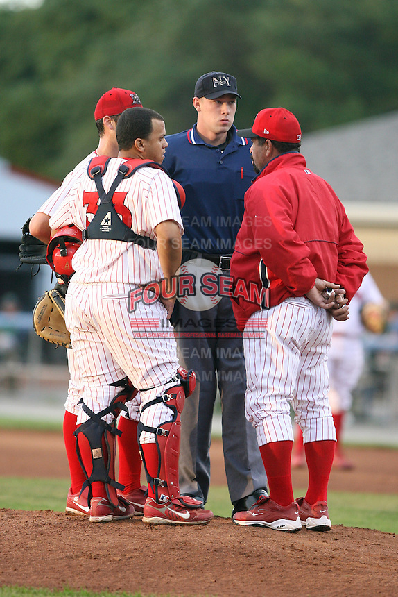 2007 MiLB Umpire Nathan Thompson during the New York-Penn League season.  Photo by Mike Janes/Four Seam Images