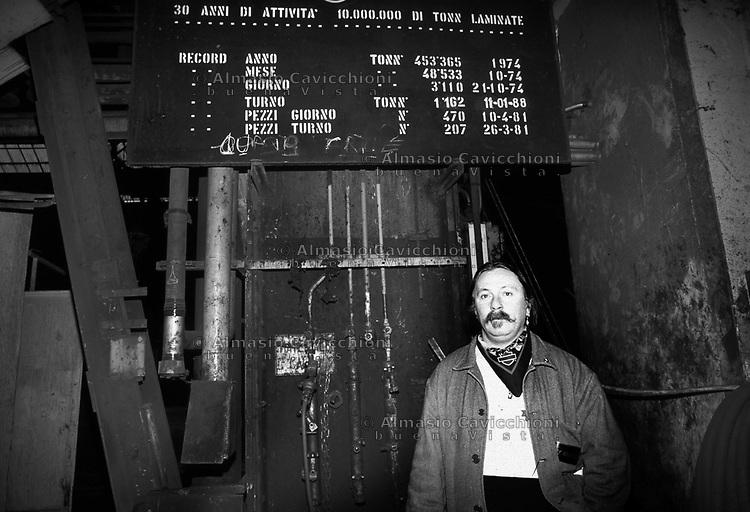 16 Gen 1996, Milano, Ultimo giorno alle acciaierie Falk prima della chiusura<br /> Jan 16, 1996, Milan, Last day in the Falk steel plant before closing