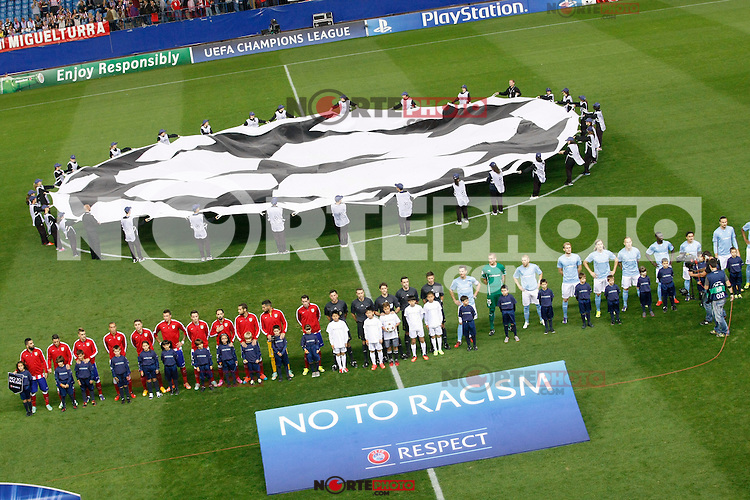 Atletico de Madrid´s players and Malmo´s players before Champions League soccer match between Atletico de Madrid and Malmo at Vicente Calderon stadium in Madrid, Spain. October 22, 2014. (ALTERPHOTOS/Victor Blanco)