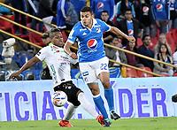 BOGOTA - COLOMBIA -22 -10-2017: Jhon Duque Arias (Der) jugador de Millonarios disputa el balón con Faver Cañaveral (Izq) jugador de Once Caldas durante partido partido por la fecha 16 de la Liga Aguila II 2017jugado en el estadio Nemesio Camacho El Campin de la ciudad de Bogota. / Jhon Duque Arias (R) player of Millonarios fights for the ball with Faver Cañaveral (L) player of Once Caldas during match for the date 16 of the Liga Aguila II 2017played at the Nemesio Camacho El Campin Stadium in Bogota city. Photo: VizzorImage / Gabriel Aponte / Staff.