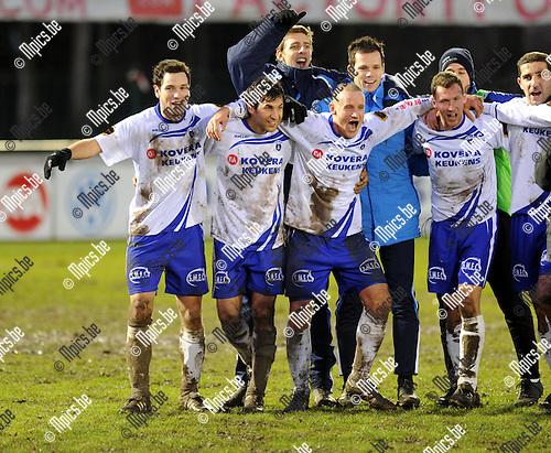 2011-12-18 / Voetbal / seizoen 2011-2012 / KSK Heist - Sp. Sint-Niklaas / Matchwinnaar Yusuf Özcan (2e van links) viert met zijn ploegmaats..Foto: Mpics.be