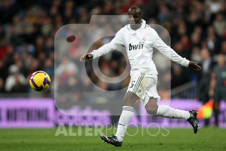 Real Madrid's Lass Diarra during La Liga match.January 25 2009. (ALTERPHOTOS/Acero).