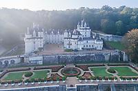 France, Indre-et-Loire (37), Rigny-Ussé, château et jardin d'Ussé en octobre, (vue aérienne), la terrasse supérieure et le jardin à la française dessiné par Le Notre, massifs de begonia semperflorens
