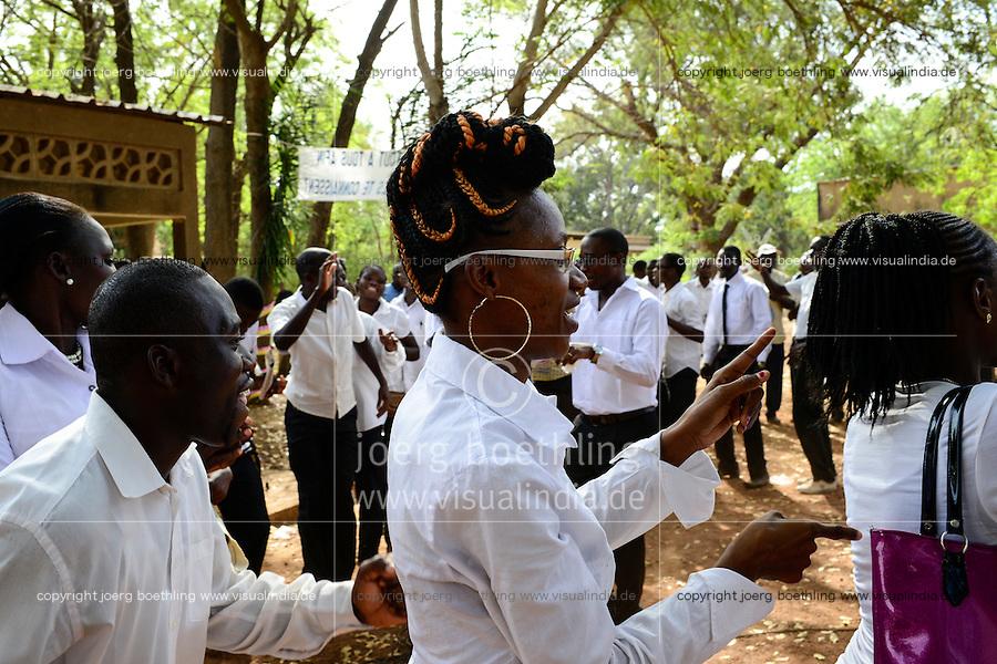 BURKINA FASO , Koudougou, Feier nach der Messe zum Silbernen Priesterjubiläum<br /> von Bischof Joachim Ouedraogo