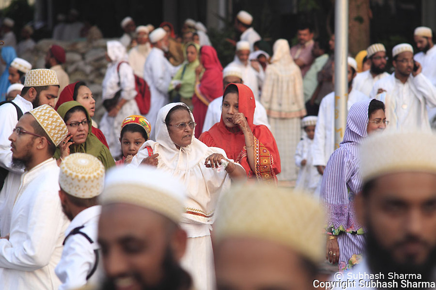 Waiting for the Syedna.<br /> on 27th march 2011 About a quarter of a million people waited on the streets of Mumbai to wish the 100th birthday of age of Syedna Mohammed Burhanuddin as he was taken in a procession on a horse chariot.He is the 52nd Dai-l-Mu?laq (Dai, or Unrestricted Missionary),the supreme spiritual head of the Dawoodi Bohras of India. The Dawoodi Bohras are a sub group within the Mustaali, Ismaili Shia branch of Islam.