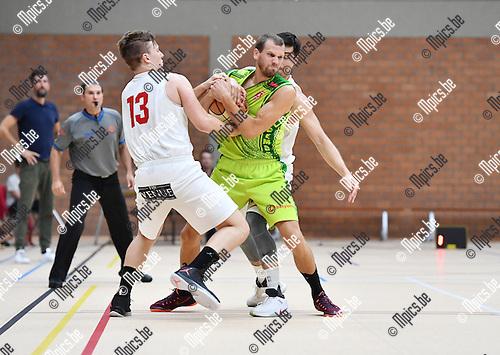 2016-09-18 / Basketbal / Seizoen 2016-2017 / Gembo - Soba / Vincent Van den Berghe (13) en Eli Vanaken (Gembo) strijden om de bal.<br /> <br /> ,Foto: Mpics.be