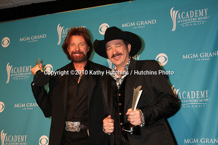 Brooks & Dunn.arrives at the Academy of Country Music Awards 2010.MGM Garden Arena.Las Vegas, NV.April 18, 2010.©2010 Kathy Hutchins / Hutchins Photo....