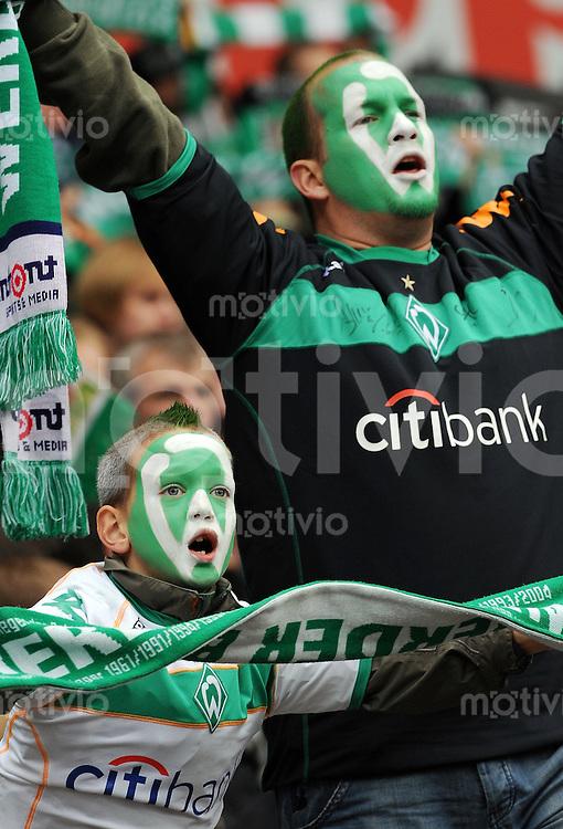 FUSSBALL   1. BUNDESLIGA   SAISON 2008/2009   11. SPIELTAG SV Werder Bremen - Hertha BSC Berlin         01.11.2008 Fan vom SV Werder Bremen mit Gesichtsbemalung