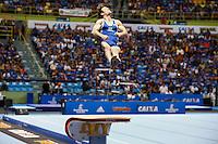 SAO PAULO, SP, 02.05.2015 - GINÁSTICA-MUNDIAL - O ginasta Diego Hipolito faz sua apresentação de salto final  durante a Copa do Mundo de Ginástica Artística no Ginásio do Ibirapuera na região sul de São Paulo, neste sábado (02) (Foto: Adriana Spaca / Brazil Photo Press)
