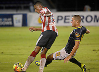 BARRANQUIILLA -COLOMBIA-14-SEPTIEMBRE -2014. William Tesillo (Izq) del Atletico junior  disputa el balon con Alan Navarro de Uniautonoma , partido de la Liga  Postobon Novena  fecha disputado en el estadio Metroplitano.  / William Tesillo (L) of Atletico Junior dispute the ball with Alan Navarro of Uniautonoma, party date Ninth Postobon League match at the Metropolitano stadium. Photo: VizzorImage / Alfonso Cervantes / Stringer